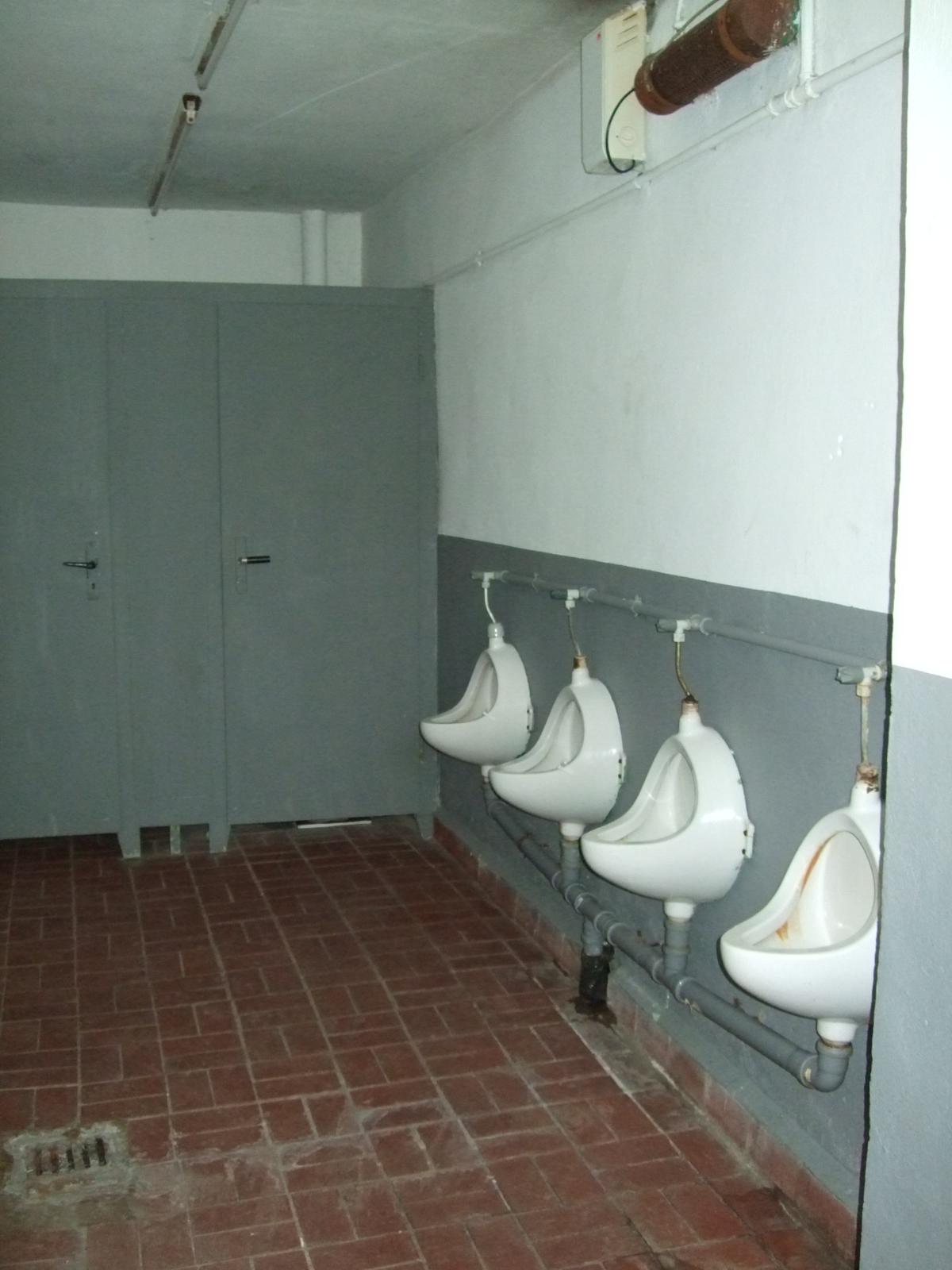 Toilettenanlage vorher im Nebengebäude