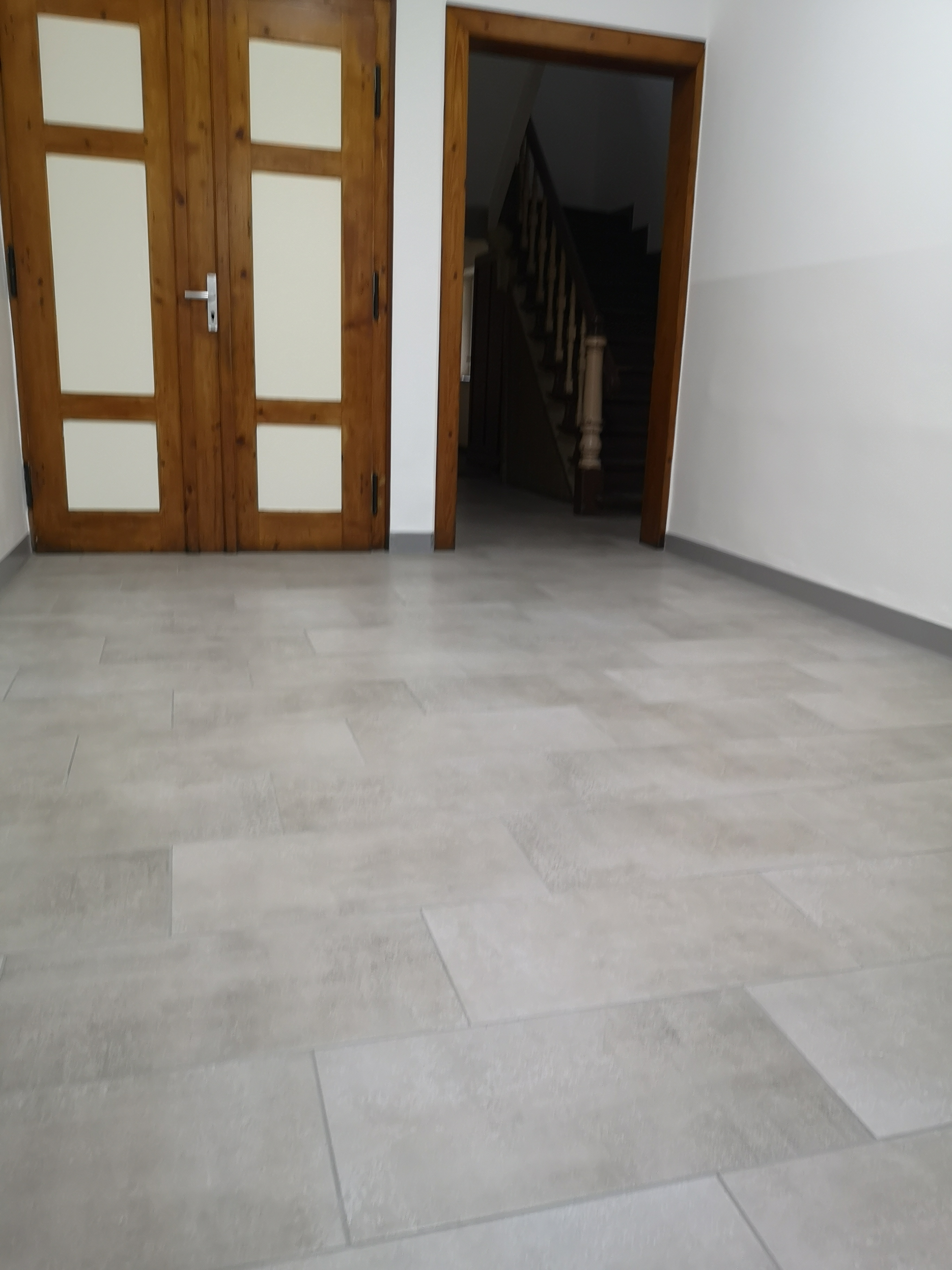 Neuer Fußboden und Malerarbeiten