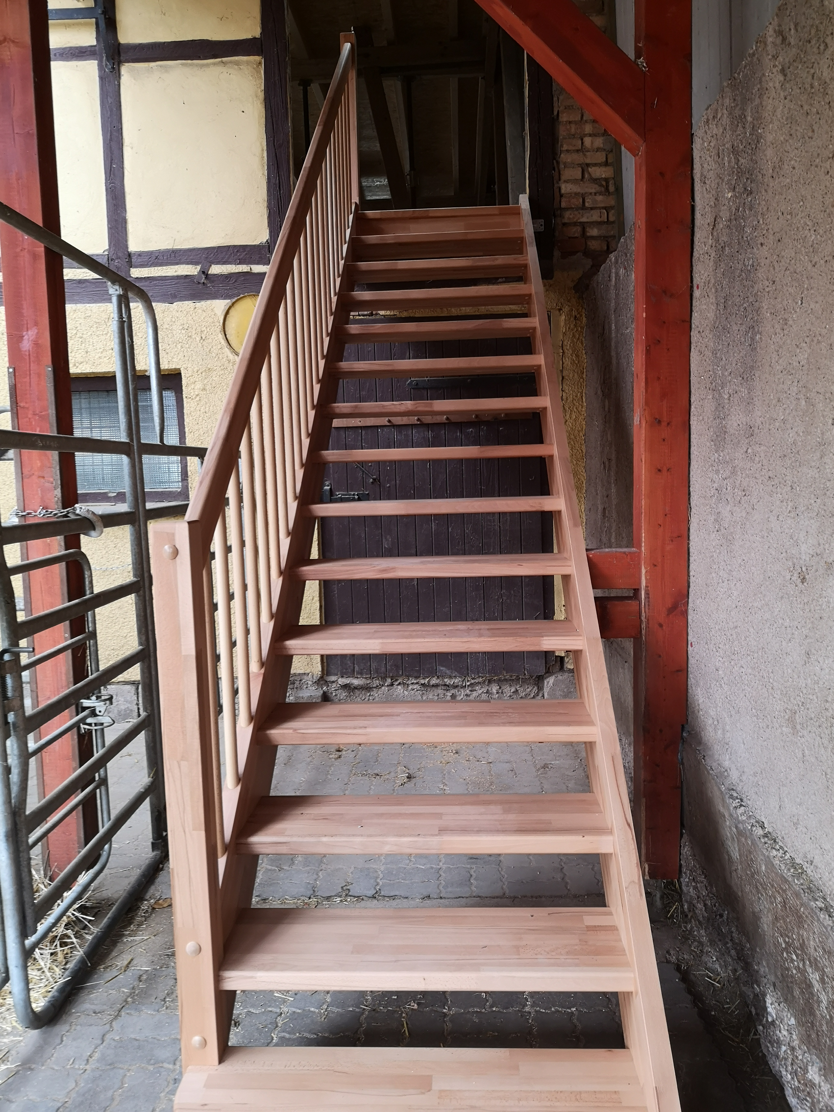 neue Treppe zur Jugendherberge
