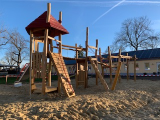 Neuer Spielturm
